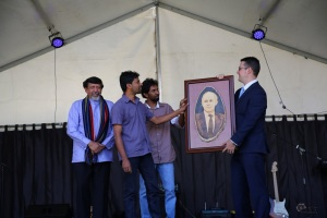 portrait-of-the-australian-pm-using-burnt-wood-technique-being-presented-by-thermal-arts